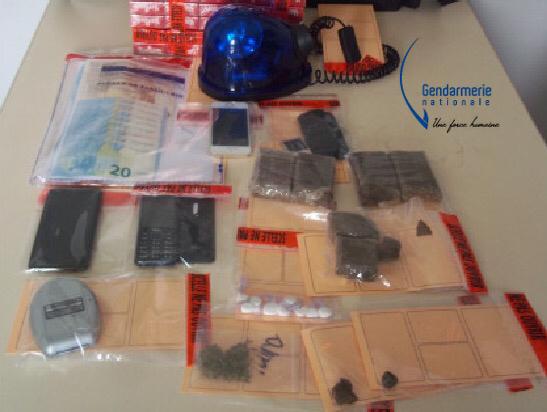 Résine de cannabis, herbe, cocaïne et argent numéraire ont été saisis par la gendarmerie (illustration@gendarmerie)