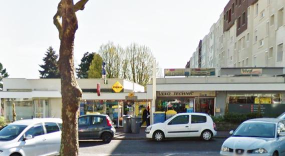 Le malfaiteur s'en est pris au tabac-presse-loto situé dans ce petit centre commercial, au pied des immeubles, rue Laënnec (Illustration@Google Maps)