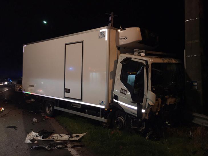 Le chauffeur du camion a été légèrement blessé et choqué