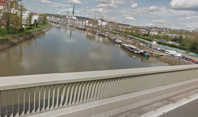 Les nappes d'hydrocarbure sont essentiellement concentrées au niveau du pont Mathilde (Illustration)