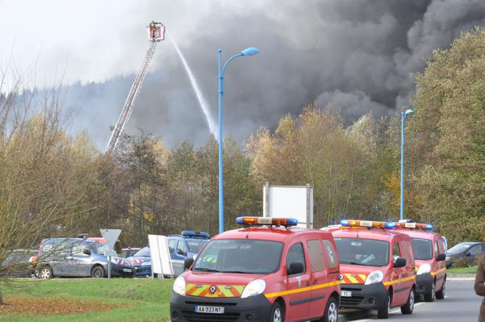 Incendie chez Paprec, à Acquigny : 200 tonnes de papier et un bâtiment de 2000 m2 détruits