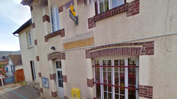 Le ou les cambrioleurs ont fracturé une porte permettant d'accéder à la mairie annexe puis à une autre pour s'introduire dans les locaux de l'agence postale (illustration@Google Maps)