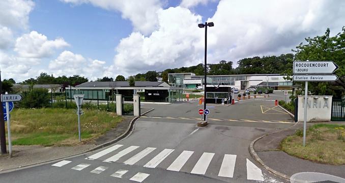 Un peu moins d'une centaine de migrants vont être hébergés sur le site de l'INRIA, à Rocquencourt (Illustration©Google Maps)