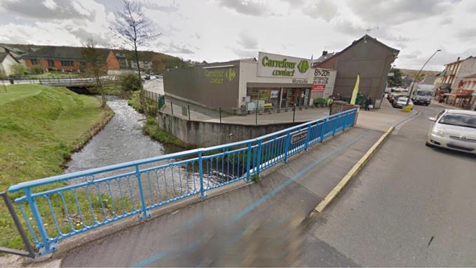 Le contenu du réservoir s'est déversé sur la route à proximité de la rivière du Cailly (illustration)