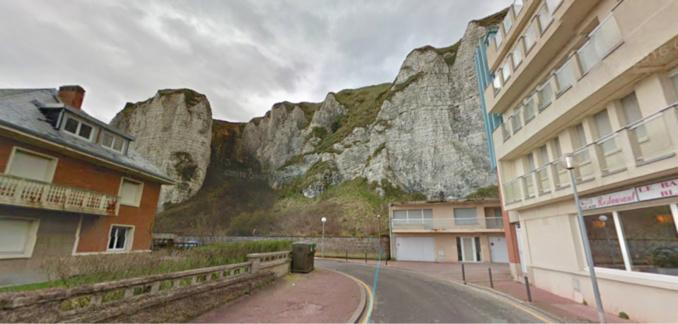 L'homme est tombé de cette falaise qui surplombe le Bas Fort Blanc, au tout début de la rue des Falaises (illustration)
