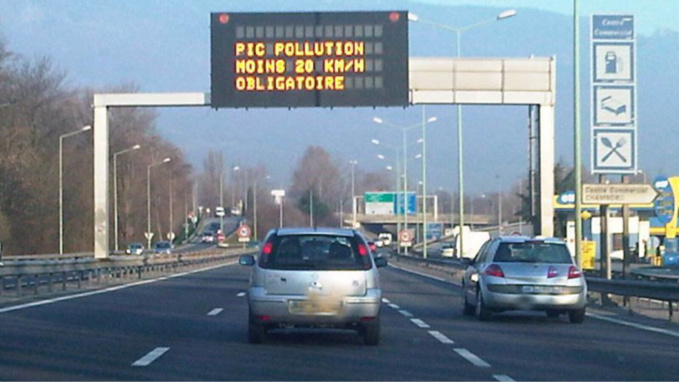 Parmi les mesures d'urgence décidées ce dimanche soir par le préfet de police, l'abissement de la vitesse sur les grands axes de l'Ile-de-France, dès ce lundi matin à 5 h 30 (Illustration)