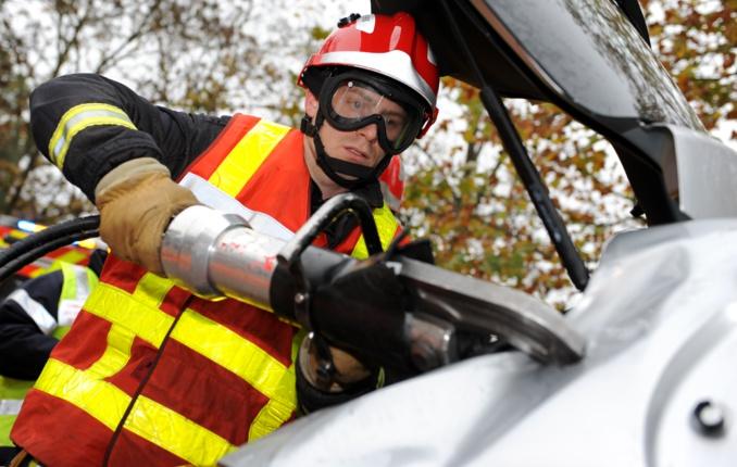 Le conducteur du camion-nacelle a été désincarcéré par les pompiers (Illustration©Sdis)