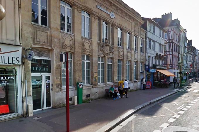 L'agression s'est déroulée dans le bureau de poste situé en plein centre-ville, rue des Martyrs (Illustration©Google Maps)