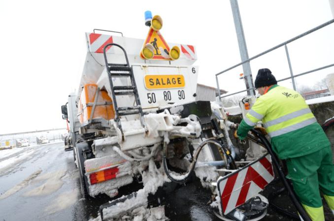 Les équipes SANEF et SAPN, gestionnaires de ces deux autoroutes, ont été fortement mobilisées pour réaliser des opérations de salage préventif et curatif (Photo©Sanef/Twitter)