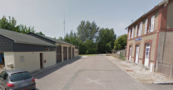 Place de la Gare où se trouvent le centre de secours et d'incendie (à gauche) et la gare de Valmont (Illustration©GoogleMaps)