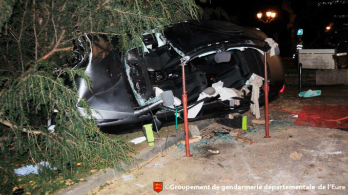 Le chauffeur de taxi avait été découvert dans son véhicule accidenté (document Gendarmerie/Facebook)