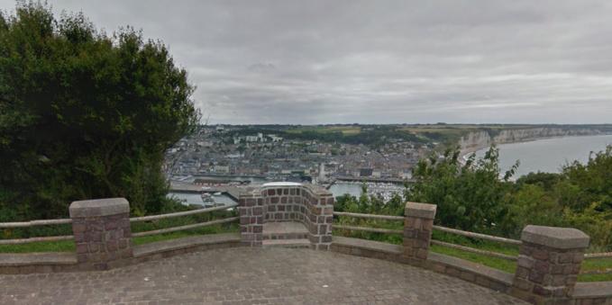 La quadragénaire menaçait de se jeter dans le vide au niveau de la chapelle Notre-Dame du Salut (Illustration ©Google Maps)
