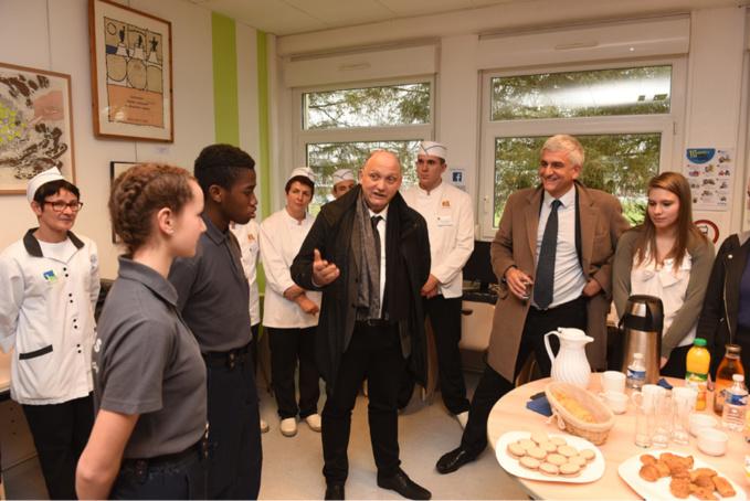 Lors de sa visite au lycée professionnel Jean Mermoz à Vire, Hervé Morin a annoncé un plan de modernisation des lycées qui s'élèvera à 490 millions d'euros (Photo©Biernacki/Région Normandie)