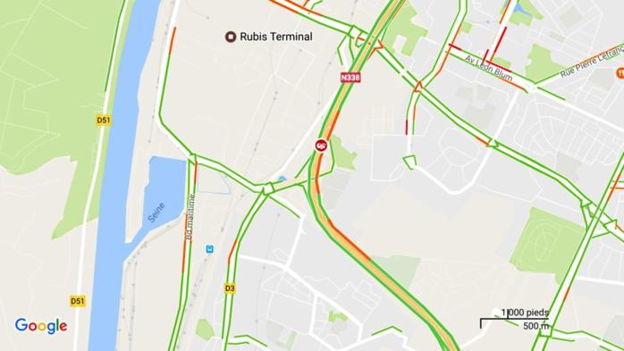 L'accident est localisé à hauteur de la bretelle de sortie Val de Seine par l'application Waze