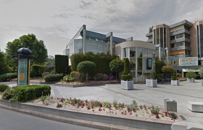 L'agression s'est déroulée dans le parc situé à l'arrière de la mairie, selon la victime