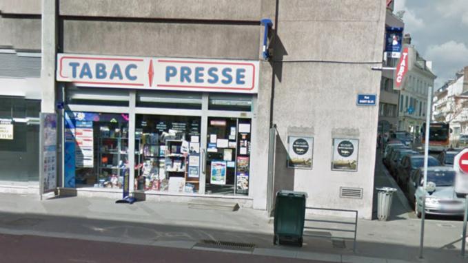 La vendeuse a été menacée alors qu'elle venait d'ouvrir le magasin (illustration@GoogleMaps)