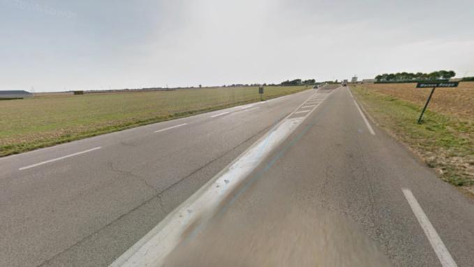 Un auto-stoppeur fauché par une voiture sur le bas-côté du CD913 à Écardenville-la-Campagne