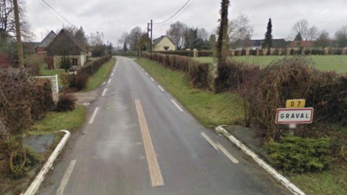 Le corps a été découvert dans une voiture en bordure de cette route (Illustration)