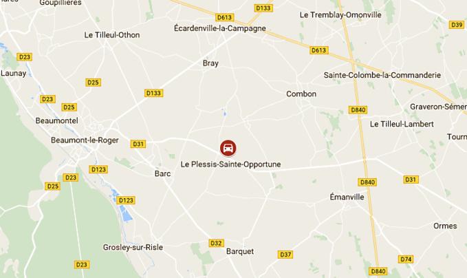 Un tracteur et sa citerne contenant 5000 litres d'engrais se couchent près de Beaumont-le-Roger