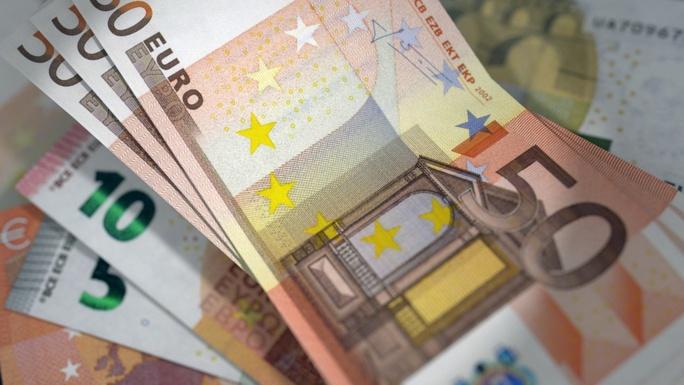 4 000 euros en billets de banque ont été saisis lors des perquisitions (Illustration)