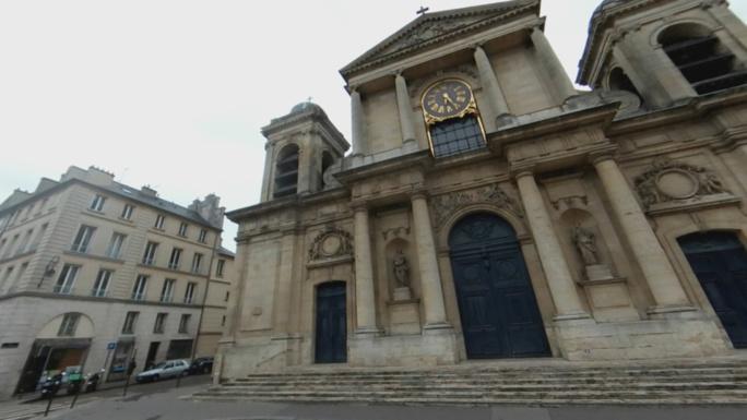 A Versailles, le sacristain de l'église Notre-Dame surprend le cambrioleur et le neutralise en attendant la police