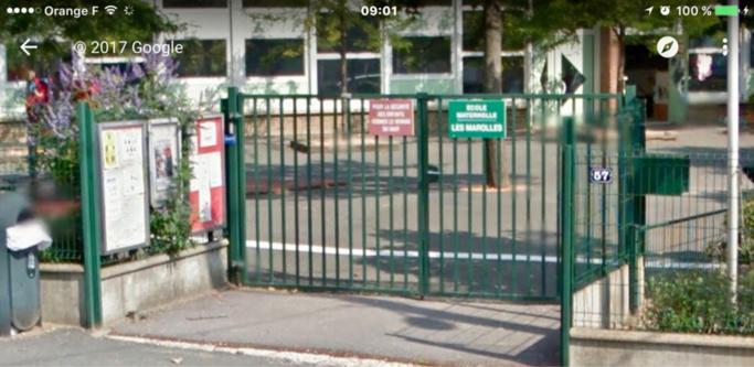 Le sac suspect était accroché à la grille de l'école (Illustration)