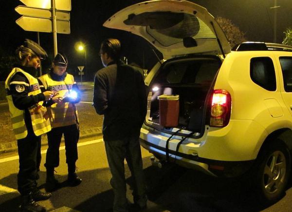 La gendarmerie insiste sur la nécessité d'alerter le 17 en cas de présence suspecte d'individus ou de véhicules autour des habitations (Illustration)