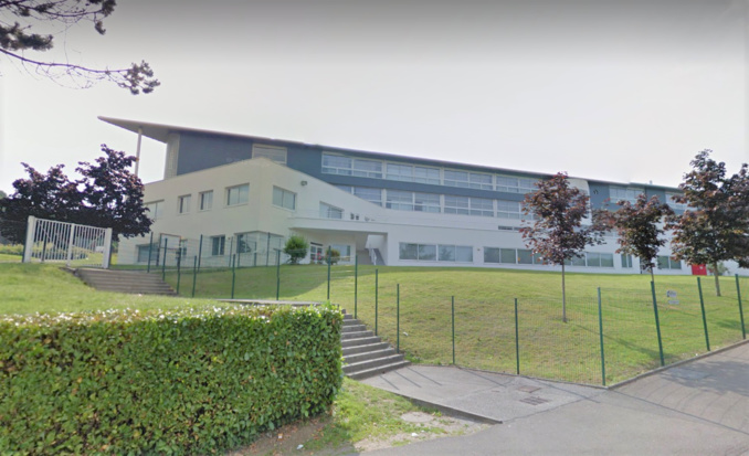 A la suite de vérifications techniques dans les salles de cours, une fragilité du sol d'un des bâtiments a été constatée (Illustration©Google Maps)