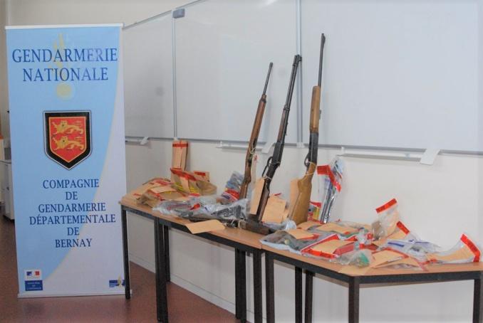 Des armes, cagoules, munitions ont été découverts au domicile respectif des deux hommes. Tout l'attirail du parfait braqueur (Photo©Gendarmerie nationale)