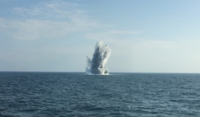 L'engin explosif a été neutralisé en mer (Illustration©Marine nationale)