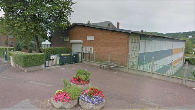 Des travaux étaient effectués sur le toit de l'école (Illustration©Google Maps)