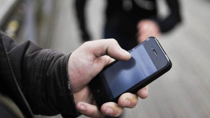 Bernay : jeté au sol et roué de coups par trois inconnus pour avoir refusé de prêter son téléphone portable