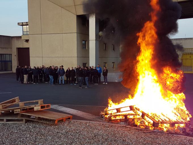 Eure : les surveillants de prison manifestent ce matin devant le centre de détention de Val-de-Reuil