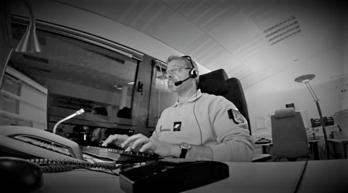 Le centre opérationnel de la gendarmerie, basé à Evreux, gère les appels d'urgence via le 17 de nuit comme de jour (Illustration © Youtube)
