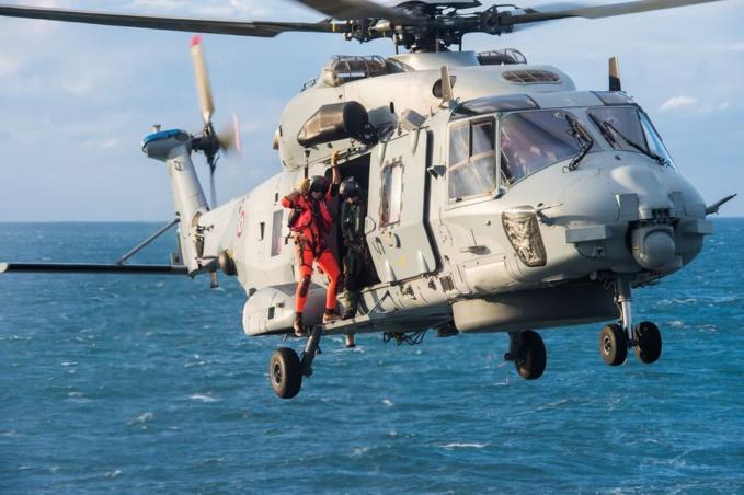 Le marin a été hélitreuillé à bord du Caïman de la Marine nationale (Illustration © Défense nationale)