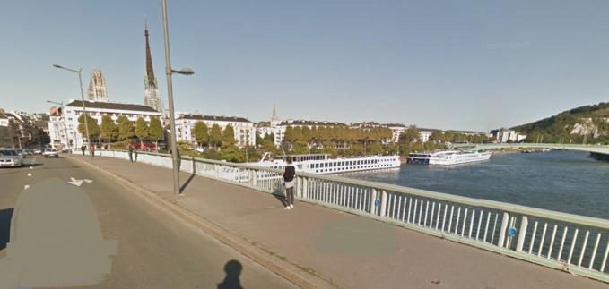 D'après des témoins, la personne est tombée au niveau du pont Boieldieu, à Rouen (Illustration)