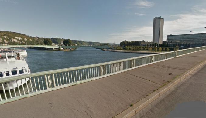 Le témoin traversait à pied le pont Boieldieu lorsqu'il a entendu des appels aux secours (Illustration © Google Maps)