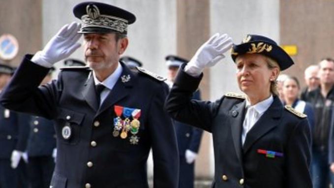 La préfète et le directeur de la sécurité publique de la Seine-Maritime ont rendu un hommage appuyé aux policiers tués en service
