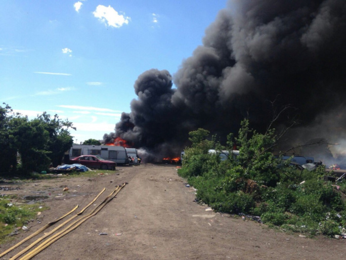 Une soixantaine de pompiers ont lutté une parie de l'après-midi contre le feu (Photo publiée sur Carrières Infos)