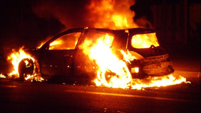 Violences urbaines : cinq voitures et une dizaine de poubelles incendiées dans les Yvelines