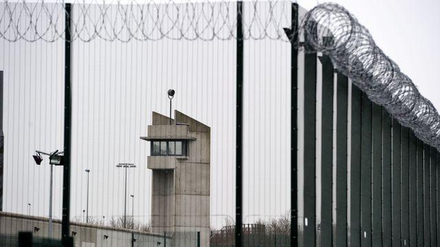 Le survol d'un établissement pénitentiaire est interdit. Le pilote d'un drone encourt 1 an de prison ferme et 75 000€ d'amende (Illustration © Actu pénitentiaire)