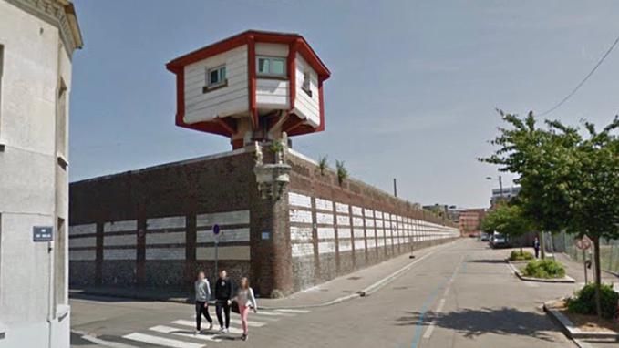 Rouen : poulet et merguez dans les sachets «parachutés» par-dessus le mur d'enceinte de la prison