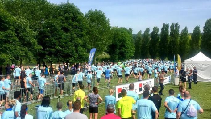 """600 participants aux """"foulées bleues"""" en hommage aux deux policiers assassinés à Magnanville (Yvelines)"""