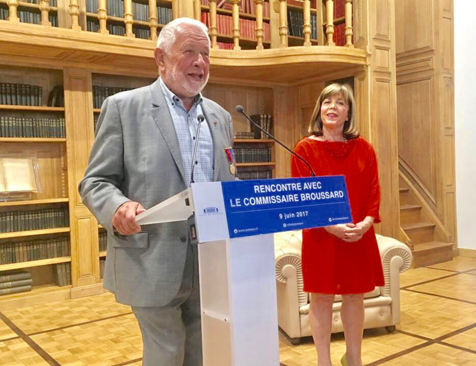 Robert Broussard accueilli par  Joëlle Ceccaldi-Raynaud, maire de Puteaux