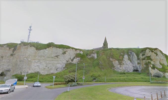 Les sapeurs-pompiers et Dragon 76 ont concentré leurs recherches autour de la falaise de la chapelle de Bonsecours (Illustration © Google Maps)