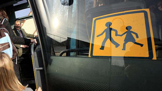 A Rouen, un bus scolaire transportant 19 enfants et un poids-lourd se percutent : pas de blessé