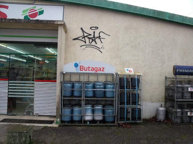 Bernay : les tagueurs arrêtés devront nettoyer les murs badigeonnés de leurs victimes