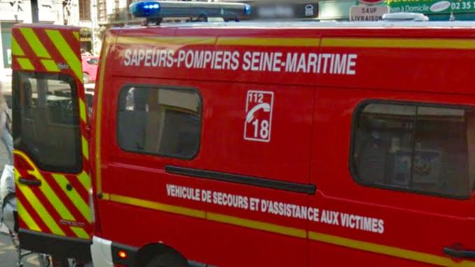 A Fécamp, le véhicule tombe 5 m en contrebas, retenu par un arbre : la conductrice est blessée