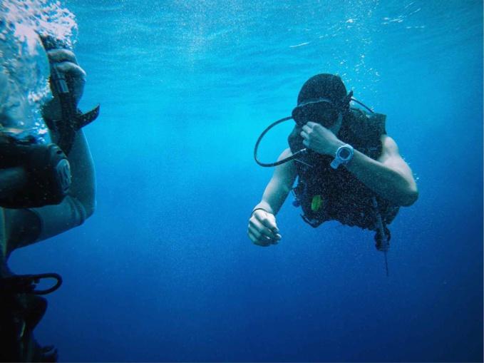 Le plongeur a été pris d'étourdissements et de vomissements après une immersion de 20 mètres (illustration @Pixabay)