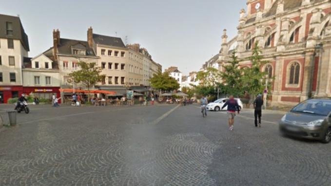 Le sac a été découvert sur la voie publique près de la place Saint-Sever (illustration @Google Maps)